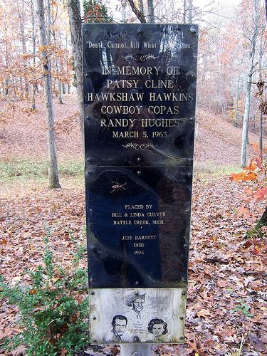 Hawkshaw Hawkins - Teardrops From My Eyes / I Love You A Thousand Ways