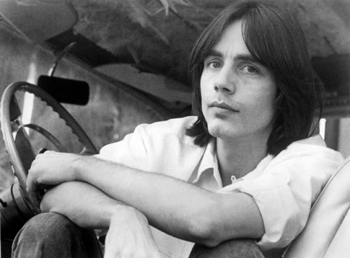UNSPECIFIED - JANUARY 01: Photo of Jackson BROWNE; Posed portrait of Jackson Browne (Photo by RB/Redferns)